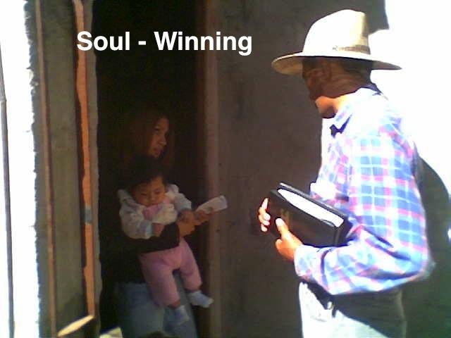 Brian Roy George - evangelizando casa x casa 5